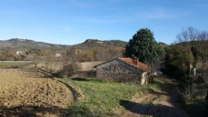 Stone building of 20 m² on 271 m² of land in the country side, 500 m from the town centre.