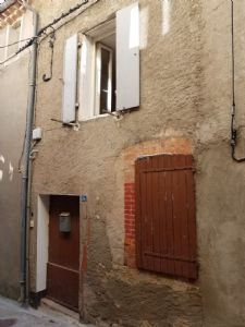Interesting village house to renovate at a good price, located in a sought-after village.
