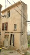 Renovated village house with 90 m² of living space, vaulted cellar and balcony.