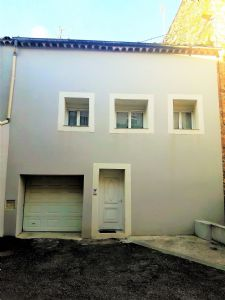 Entirely renovated house with 122 m² of living space, garage and terrace, in a lively village.
