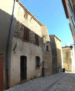 Characterful village house in need of renovation in Opoul-Perillos