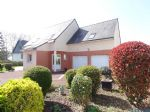 Attractive 4-bedroom house with garden and garage in Baud
