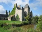 XV century chateau with land of 27 acres