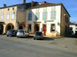 Townhouse to renovate, app. 400m², ideal for investment