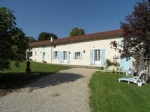Village house dating 1790 renovated with garage and chai on 1184 m² of