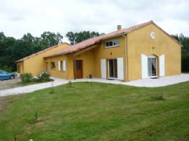Beautiful spacious house built in 2005 in Ansac sur Vienne, 200m2, plot size 10590m2