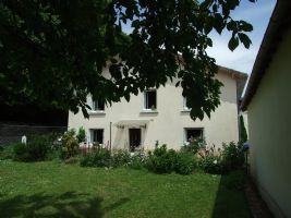 Easy to maintain town house with garden