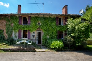 REDUCED Charming cottage with large garden and pool
