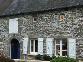 Dinan area: delighful stone cottage in pretty country setting