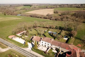 Montemboeuf (Charente) - Thriving business for sale in Charente, with gîtes and cattery