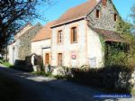 For sale, house to renovate with barn and plot of 1200m²