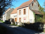 For sale in the Creuse, house to renovate with barn and plot of 1200m2