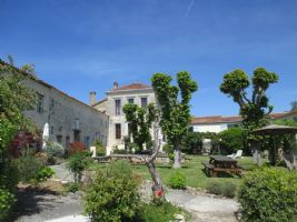 Fantastic gîtes and chambres d'hôtes property in south Charente Maritime