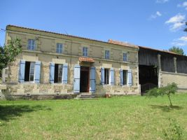 Sole Agency! Lovely Charentaise style house, with large plot of land of 5272m².