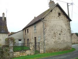 This house is a renovation project and is situated in a peaceful hamlet close to the lively lit