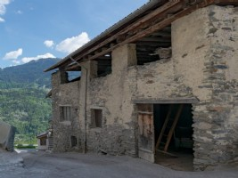 Attractive Mountain Barn to Renovate