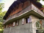 Chalet divided into 2 apartments, with large plot of constructible land.