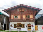 A deceptively spacious chalet located close to the centre of the ski area.