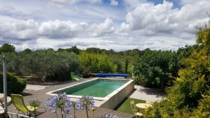Superb renovated barn on 5974 m² with pool and magnificent views.