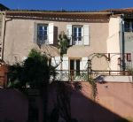 Spacious village house to refresh with 180 m² of living space and beautiful terrace.