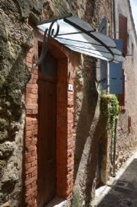 Renovated stone village house with 45 m² of living space and vaulted cellar.