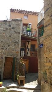 Charming small village house with 2 terraces, vaulted cellar and nice views.