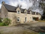 Beautiful stone property with guest house and annexes in Locmaria Grand Champ