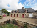 Traditional 4-bedroom stone house with potential for expansion in Quistinic