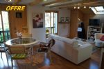 On the second and final floor of a chalet, this 3 room apartment is South-East oriented
