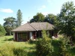 3 bed bungalow in countryside location 10mins walk to a lovely village