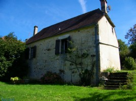 Near Sarlat, 320 m² property including 2 houses in a quiet area