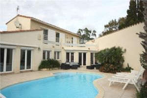 Beautiful Villa On A Park With Pool, Pond And Garages, Claira