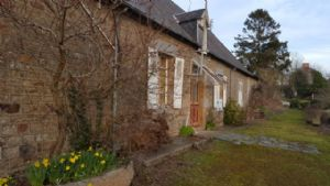 Farmhouse, longère style in need of restoration