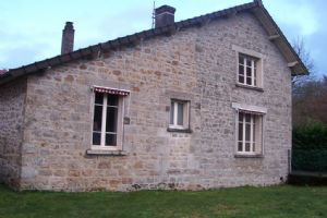 Stone cottage situated close to Lake Vassiviere - Creuse