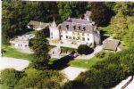 magnifique Château du douzième siècle entouré de son parc de 3.7 hectares domine la campagne de