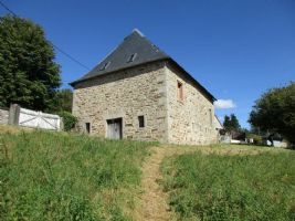 Outstanding barn to transform into a house with 1 hectare of land