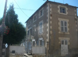 Really interesting townhouse with work to complete in centre of town.