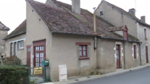 Little cottage to renovate in village square - CHEAP.