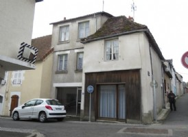 Big townhouse with shopfronts to renovate.