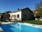 Country house with pool and views. Charente