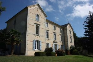 2 bed apartment in chateau with pool and garden, lovely views