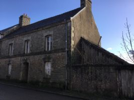 Village stone house to renovate with little courtyard