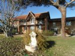 Belle maison ancienne rénovée avec son gîte, garage, piscine sur jardi