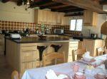 Maison de village rénovée offrant 170 m² habitable avec garage et jard