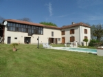 Renovated farmhouse with outbuilding, pool, garages on one hectare of