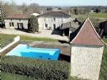 Character house with poool and income earning vineyard 1 hour from Bordeaux