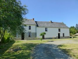 Merdrignac area, former farmhouse with outbuildings, orchard, lovely quiet setti