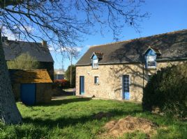 Charming stone country cottage, quiet setting, mature garden!