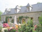 Plénée area: superb property nestled in beautiful park with small lake