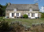 Jugon les lacs area, charming longere on mature garden, very peaceful!